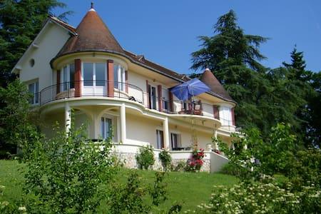 Villa piscine chauffée  vue sur la Loire Blois 14p - Blois