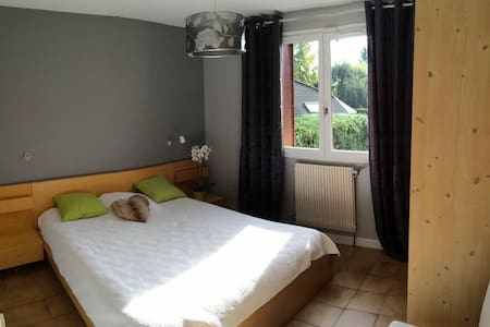 Quiet cosy double room near Geneva - sauverny - Haus
