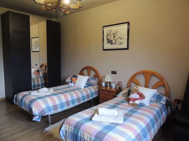 H-1,Bonita y amplia habitación privada.