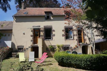 Maison de caractère au coeur des Alpes Mancelles - Fresnay-sur-Sarthe - Dům