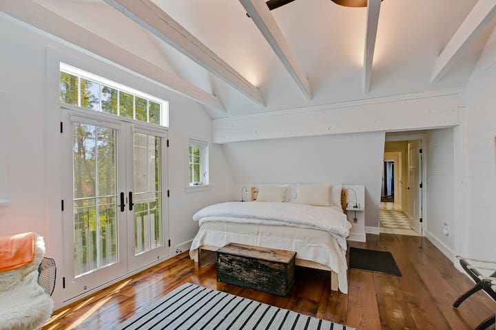 """""""Loft Room"""" Bedroom with hall to private bathroom"""