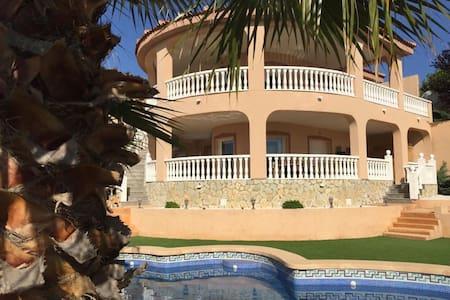 Villa Casa Carmen met privé zwembad.