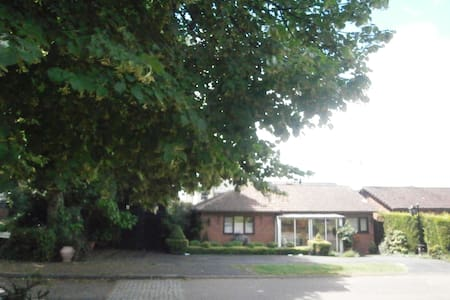 Self-contained suite, Nr Coventry, Warwickshire - Bedworth - บังกะโล