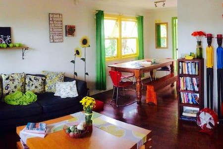 Bright & cheerful home nr hsp/uni.. - Labrador