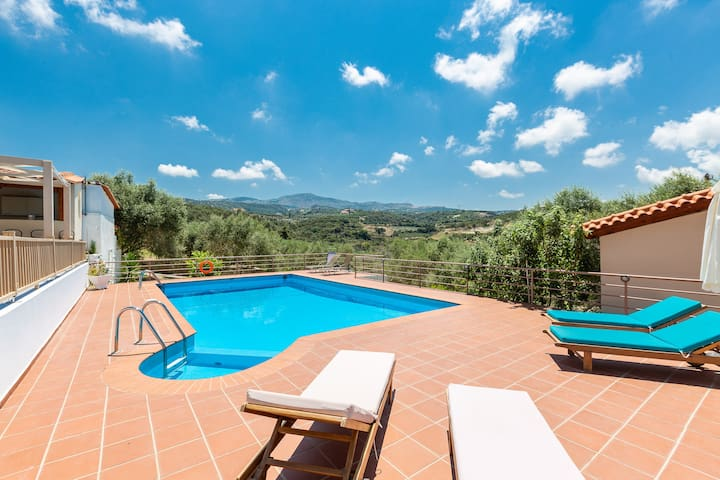 While outdoors, the terrace is complemented by a magnificent, 50 m2 private swimming pool!