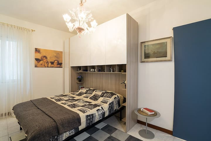 The other Luxury bedroom with a king size double bed! You will enjoy unforgettable Venetian Dreams :)