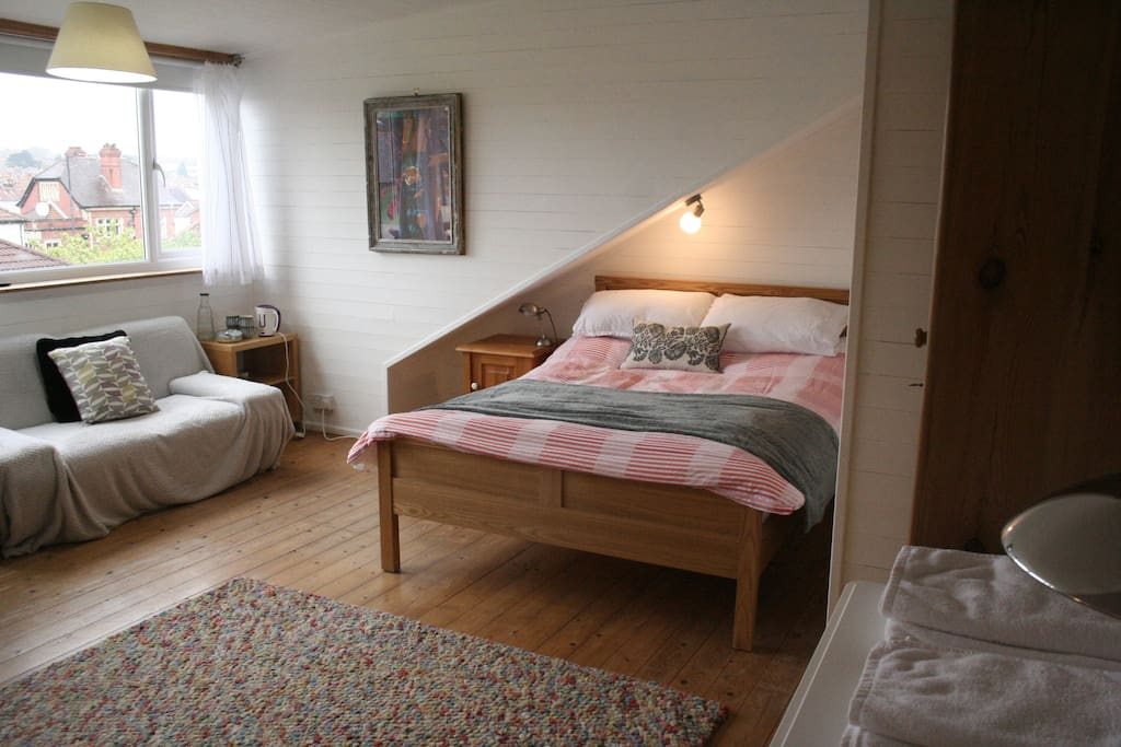 Lovely, quiet, spacious room with double bed