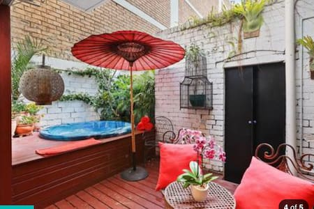 1832 heritage cottage oasis Potts P - Potts Point