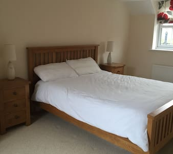 Large Dbl room & your own bathroom - Aylesbury
