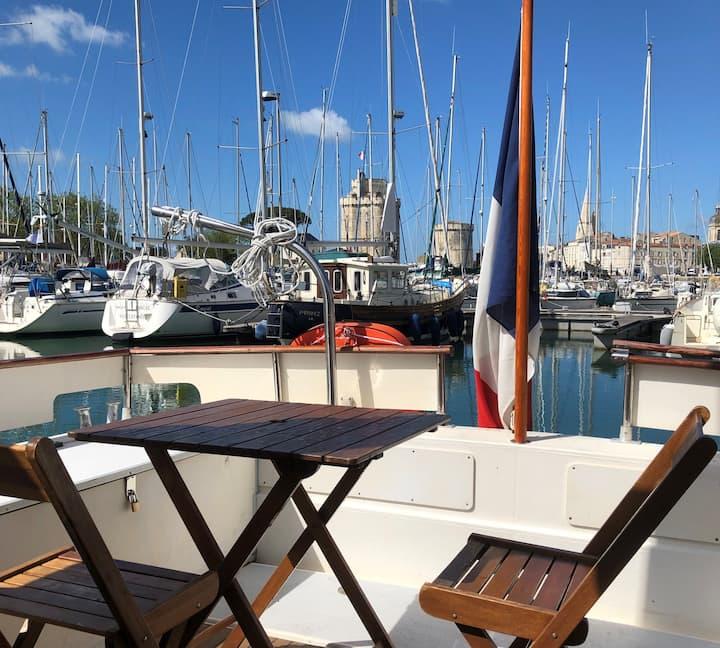 bateau hyper centre (PTIT CHIPO)