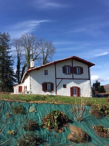 maison basque typique du 18 eme siecle rénovée - Ascarat - Villa