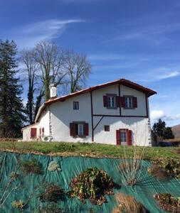 maison basque typique du 18 eme siecle rénovée - Ascarat - วิลล่า