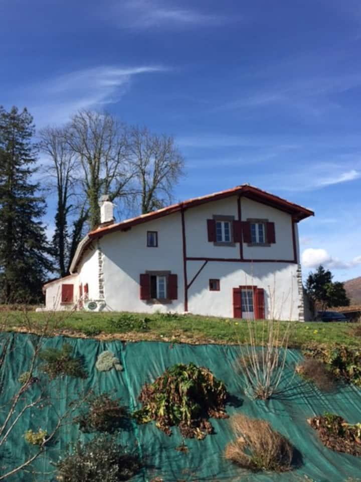 maison basque typique du 18 eme siecle rénovée