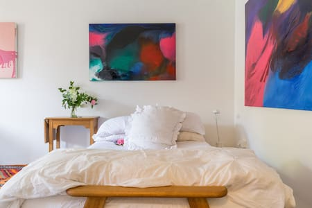 City Gardens Gallery Apartment - North Melbourne - Apartment