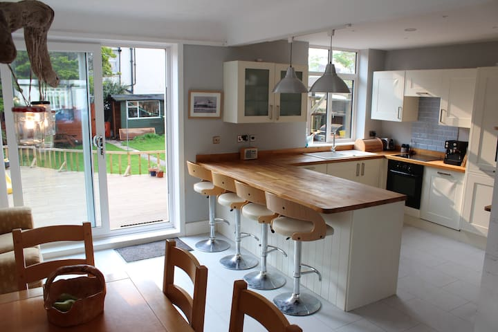 Detached family house garden, beach - Bournemouth - Ev