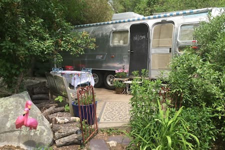 1975 Refurbished Airstream Trailer - 스토닝턴(Stonington)