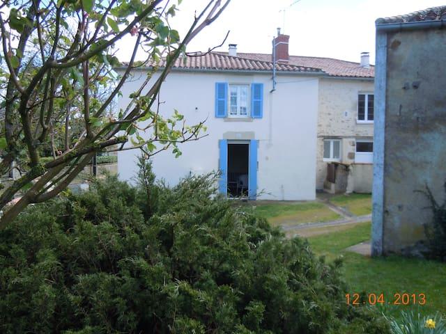 Maison de village à 30 mn du Puy du Fou. - Bazoges-en-Pareds