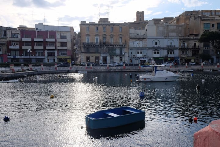 """Near La Valletta, historical bldg, Sea. """"DV""""B - Pieta - Flat"""