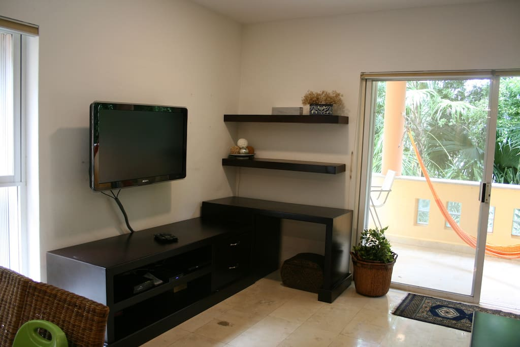 """Working space and 42"""" TV"""