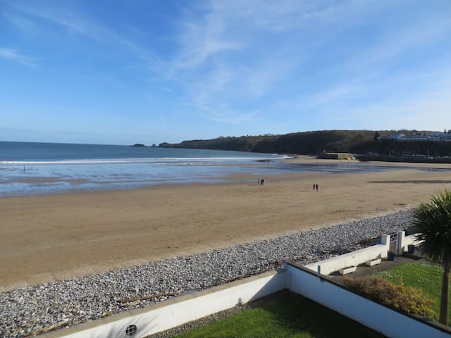 Saundersfoot Beach front holiday flat.
