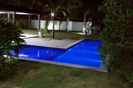 Serrambi - 5 quartos com piscina e churrasqueira