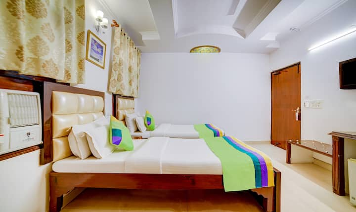 boutique stay with comfort near K.Bagh metro
