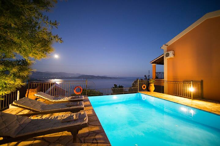 2 bedroom villa sleeps 4 in sarakinatika 1