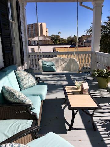 Second balcony patio - common area