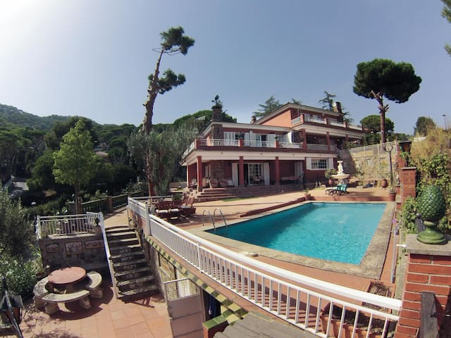 Entire House with private swimming pool Barcelona