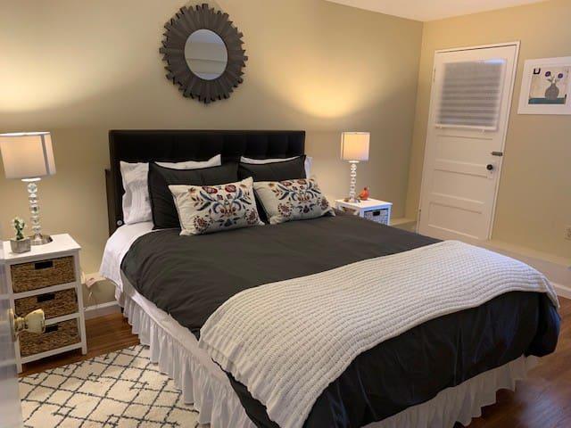 Alice & Michael's Airbnb 1-Bedroom Suite