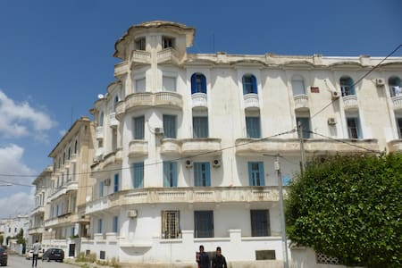 A Scholar's Retreat in Tunis with Balcony Views - Tunis - Apartment