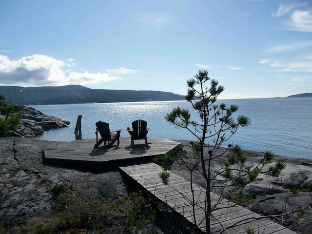 Spectacular Waterfront B.C. home! - Halfmoon Bay - Hus