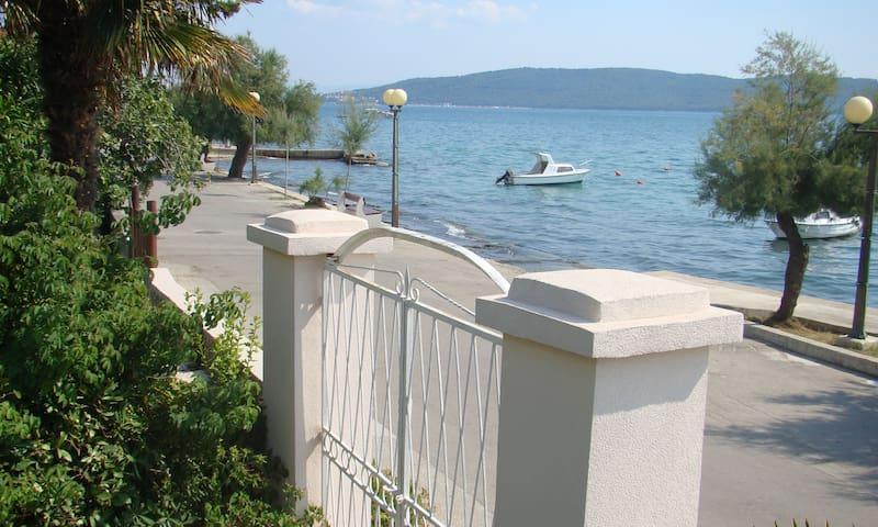 Seaside  promenade apartment - Kaštel Kambelovac - อพาร์ทเมนท์
