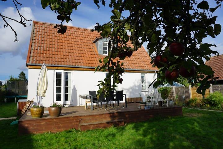 Hyggelig villa tæt på Kbh.  - Rødovre - House