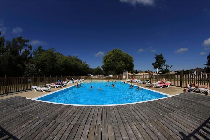 Gite 5 personnes avec piscine, acces plage