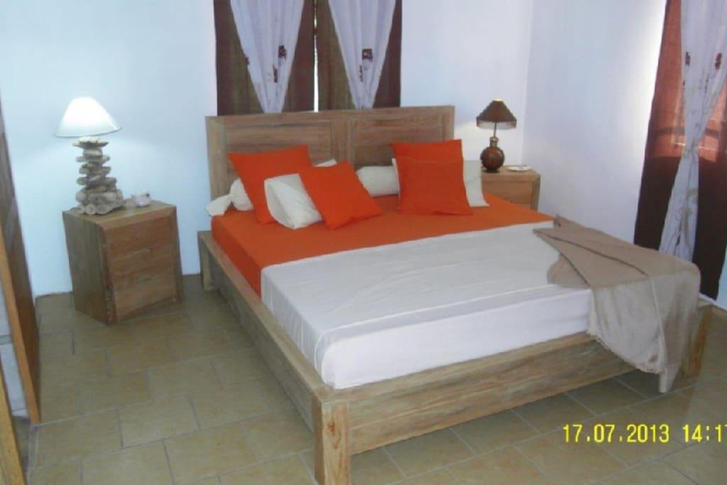 Une chambre cosy avec le confort d'un lit king size