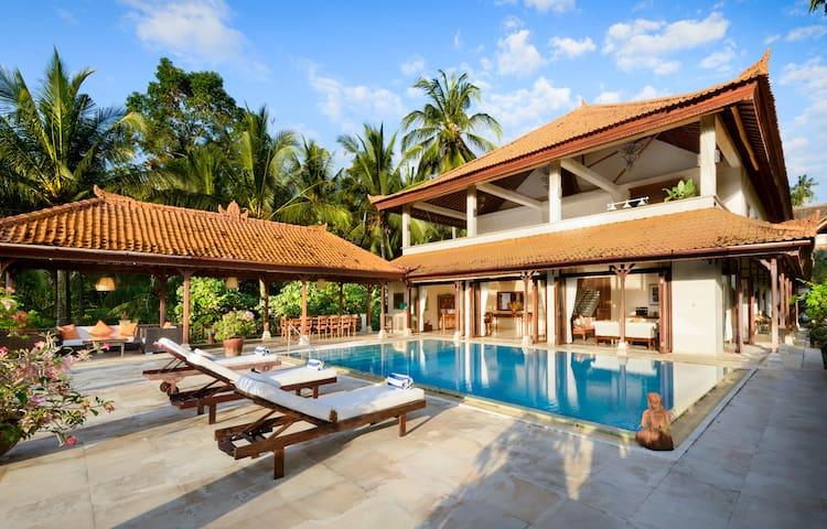 Large luxurious Villa Balian beach
