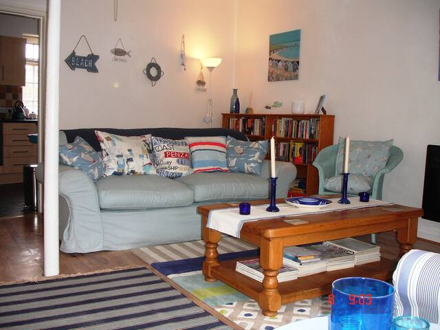 COMFORTABLE 3 BED COASTAL HOME - Portland - House