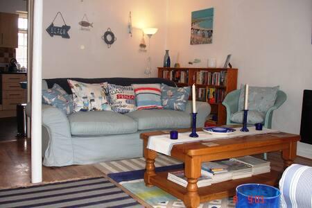 COMFORTABLE 3 BED COASTAL HOME - Portland