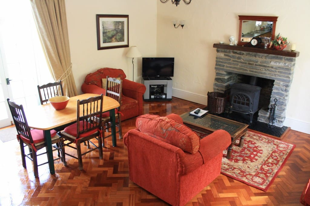 Mount Cashel Lodge living room
