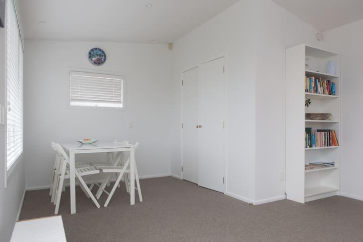 The Crow's Nest: Handy to Airport - Auckland - Apartemen