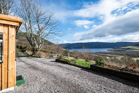 Idyllic dog friendly haven with fire & loch views
