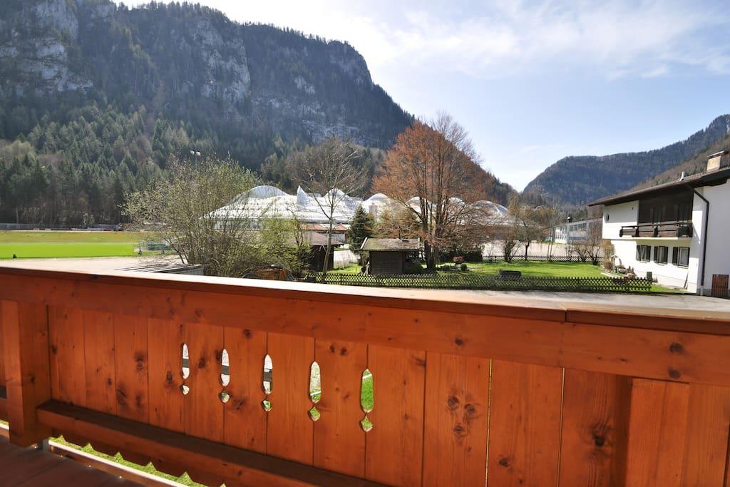 Uitzicht vanaf het ruime balkon (10 m2)