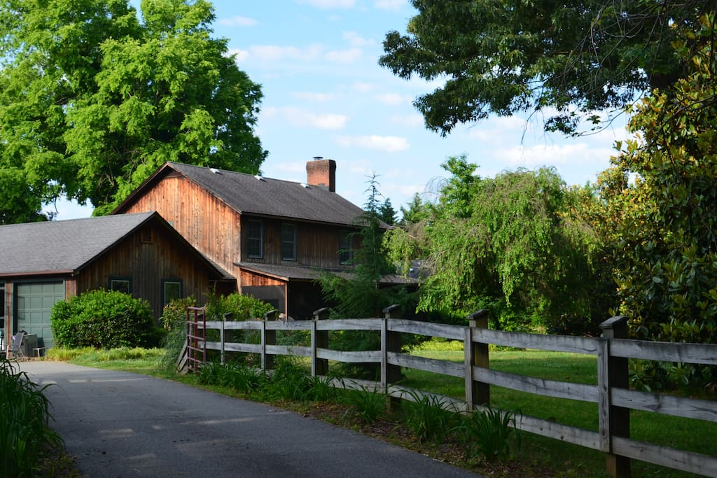 Enjoy a farm setting within city limits. Close to airport, downtown and the coliseum.