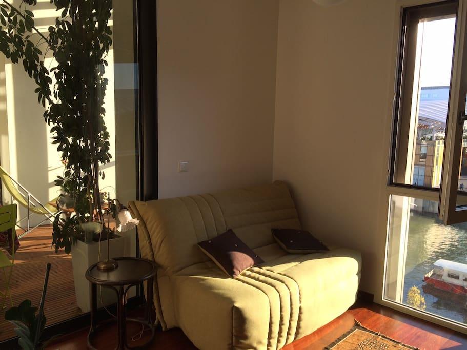 chambre avec vue sur la darse et ouverture sur la loggia
