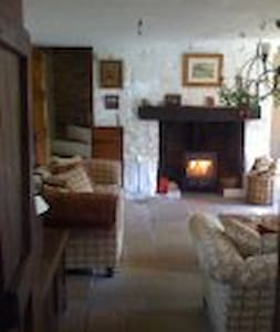 Cosy country cottage 8 miles Brecon - Brecon - Rumah