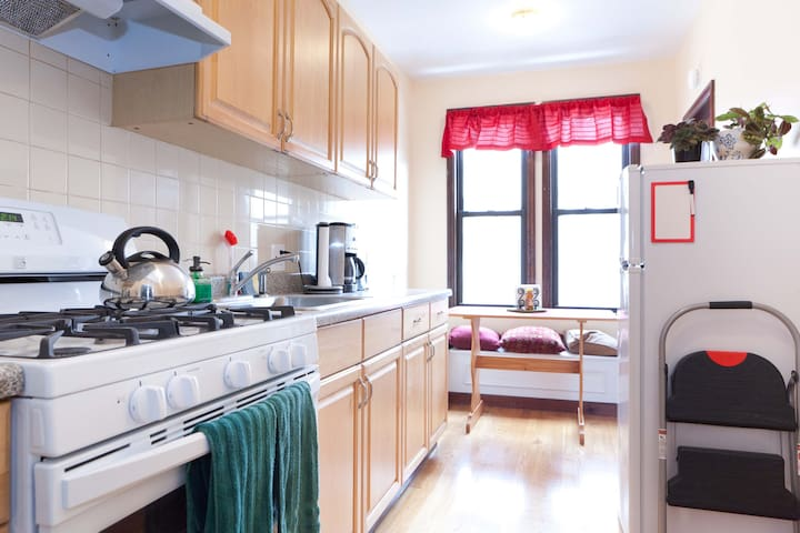 Big private 2BR, just minutes to Manhattan!