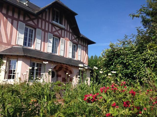 Domaine du Clos Joli - Chambre 3 personnes - Saint-Gatien-des-Bois - Bed & Breakfast