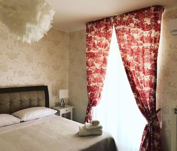 Elegante camera con bagno privato a Torremaggiore