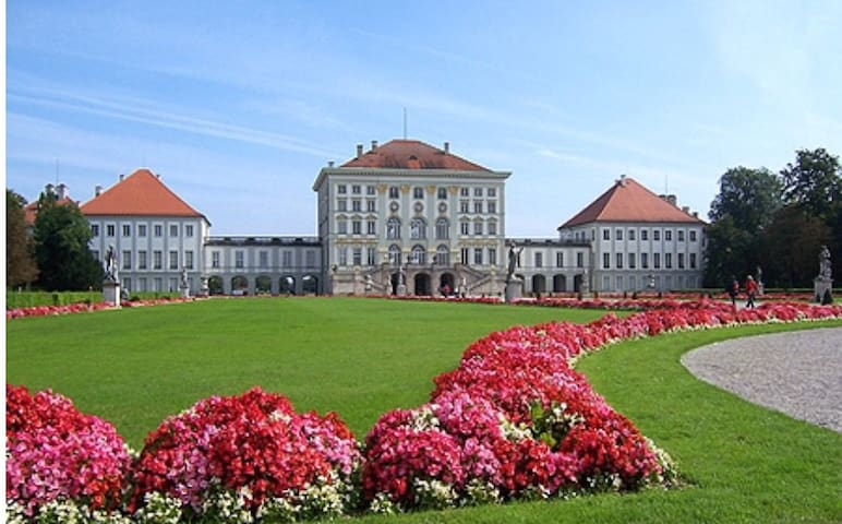 Schloss nymphenburg - 2 min by foot
